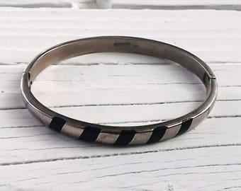 Vintage Bangle Bracelet ~ 925 Mexico ~ Onyx Black inlay ~ Sterling Silver Jewelry ~ Hinged opening