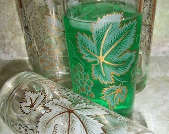 ON SALE Vintage Drinking Glasses Grapes Gold Leaf Motif set of 4, Mid Century Modern, Barware, Kitchen Drinking Glasses
