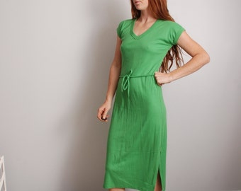 70s green small medium V neck t shirt long dress waist tie womens 1970 1980 vintage clothing tee
