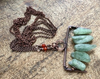 Rustic Primitive 'Águas Claras' Green Kyanite Crystal necklace n5 - bohemian tribal primitive necklace . summery . primitive healing crystal