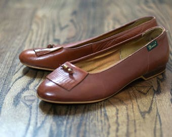Vintage Brown Flats / 1980s Leather Shoes / Size 9.5 / Bass Shoes / Leather Flats / Brown Leather Shoes