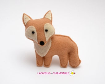 Felt COYOTE, stuffed felt Coyote magnet or ornament, Coyote toy, Forest animals,Coyote magnet,Nursery decor,felt animal,Coyote,Coyote magnet