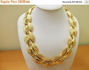 On Sale Retro Chunky Gold Tone Link Necklace Item K # 89