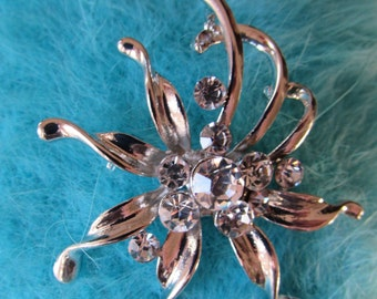 Vintage Costume Jewelry Brooch Rhinestones om Flower Hat Pin Lapel Retro High fashion