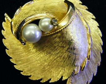 30% Off Storewide Stunning Vintage Gold and Pearls Pin or Brooch
