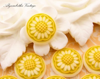 Vintage Daisy Flower Cabochons Round Yellow and White Frosted Glass Stones 14mm  - 4