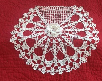 "Single (1) 14"" Doily-3D Center Flower-Very Good Condition"