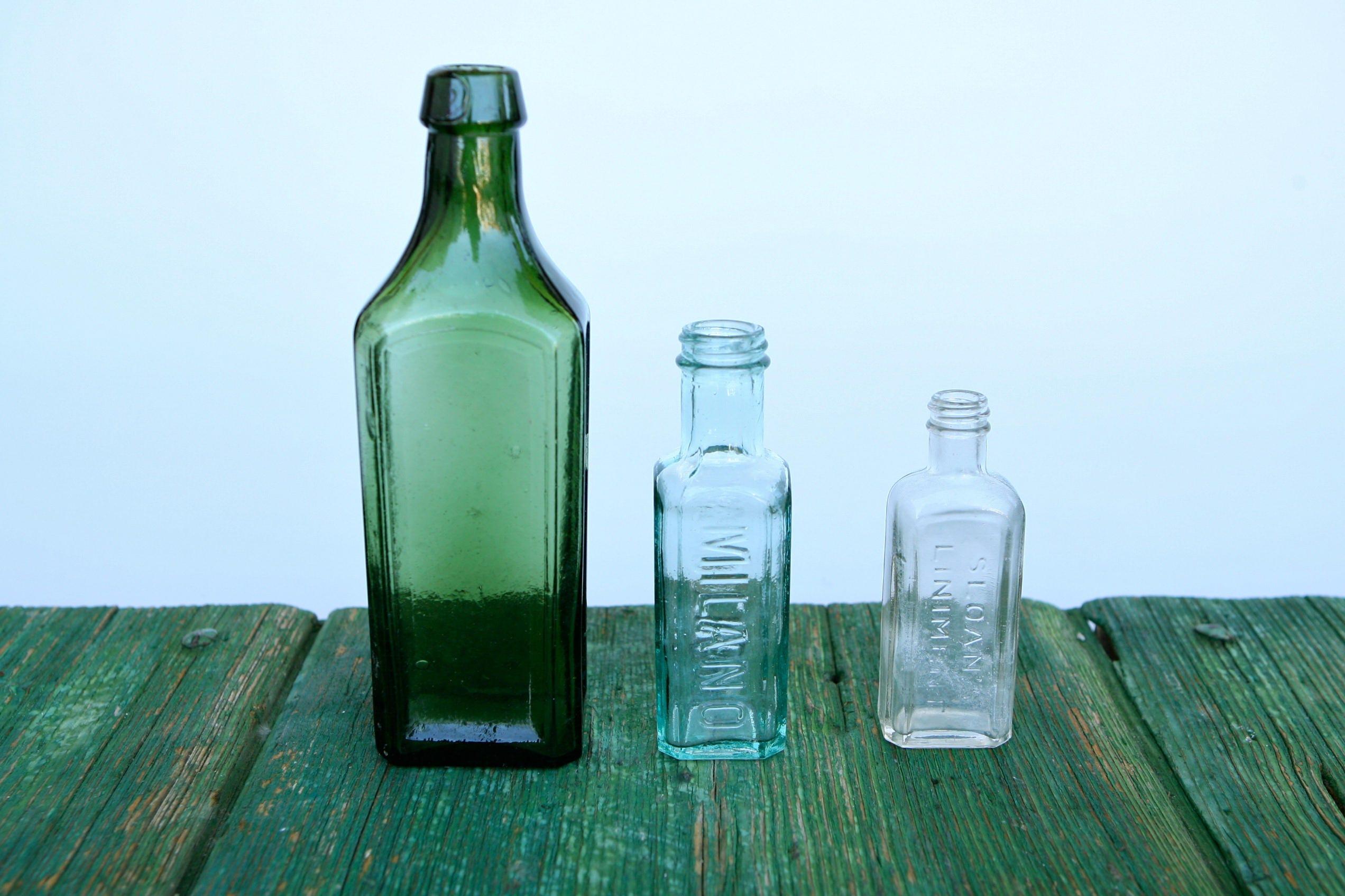 bouteille de pharmacie de liniment sloan avec dautres. Black Bedroom Furniture Sets. Home Design Ideas