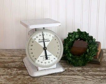 Vintage Kitchen Scale, White Kitchen Scale, Farmhouse Kitchen Decor, Vintage American Family Scale, Fixer Upper, Cottage Kitchen Decor