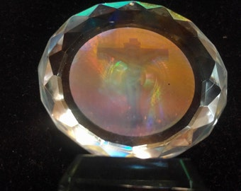 Stunning Vintage Christ Crucifixion Hologram Glass Lucite Paperweight Faceted Border