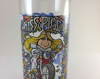 Miss Piggy glass Motorcycle Mama The great Muppet Caper McDonalds premium 1980s