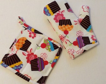 Toddler / Child Play Oven Mitt and Pot Holder Set Cushioned and Lined