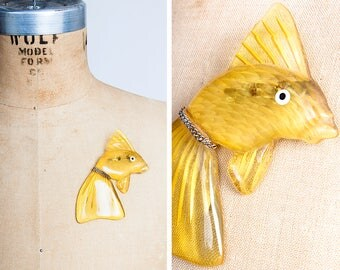 Large 1940s Yellow Reverse Carved Lucite Goldfish Novelty Brooch