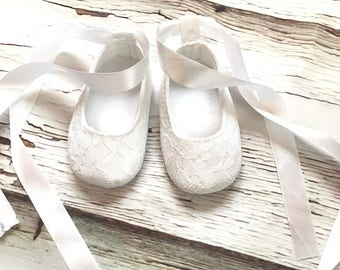 Lace Baby Girl Shoes White Baby Girl Booties Mary Jane Crib Shoes White Lace Baptism Shoes Lace Christening Shoes Baby Girl Crib Booties
