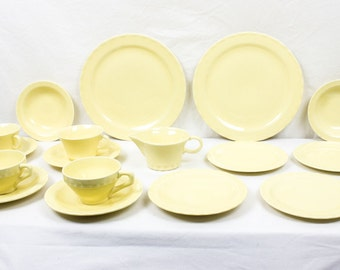 Vernon Kilns Coronado Yellow 17 Piece Dinnerware Two Settings California Pottery