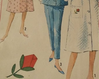Vintage Simplicity 5205 Sewing Pattern Robe, Top, and Pants Size 12 Rosebud Applique Transfer Included