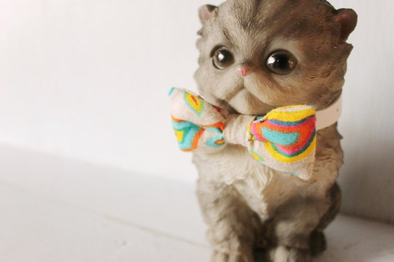 Bow tie cat collar >> Small dog bow tie >> Multi-colour bow tie, white leather strap and silver buckle >> Pet gift
