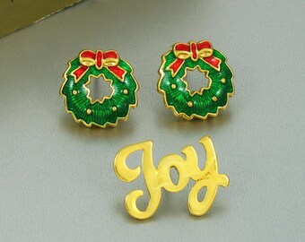 Vintage AVON Holiday Set 'Joy Pin and Holly Earrings Bundle' with Original Box. Green Enamel Wreath Pierced Earrings. Avon Holiday Jewelry