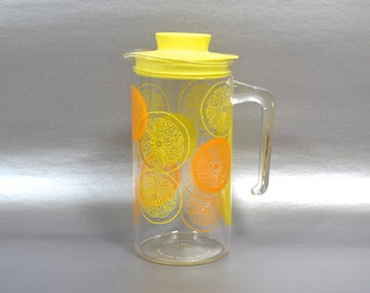 Pyrex Lemon & Orange Slices Pitcher, Quart Glass Juice Decanter, Summer Citrus Slices Carafe, Retro Glass Beverage Jug, Yellow Plastic Lid