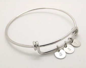 Silver initial bracelet•mothers bracelet•grandmother gift•mothers day gift•best friend birthday gift•letter bracelet•coin initial bracelet