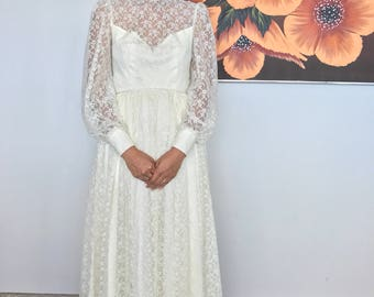 1970's Floral Lace Wedding Gown
