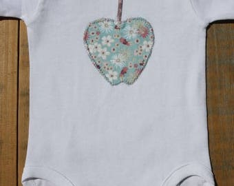 Baby bodysuit with apple applique,short sleeves