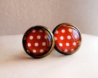 """Boucles d'oreille puces rétro : pois blancs sur fond rouge. Earrings Cabochon """"white and red spots"""""""
