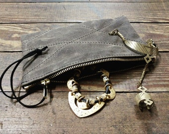 Zipper pouch in waxed canvas with stitch detail - Volcano Goods