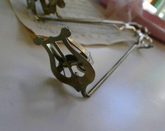 Sheet music holder for instrument