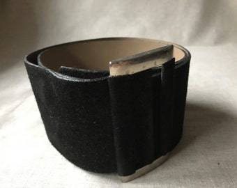90s wide black belt / waist cincher belt / black suede belt / size M / silver rectangle buckle belt / womens black belt