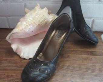 CANDIES Vintage Classic Pumps Brown w. Brass Studs High Heels Fashion Dress Shoes 8 Med.