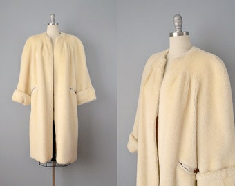 40s Coat // 1940s Ivory Faux Fur coat w/ Silk Crepe Lining // Medium