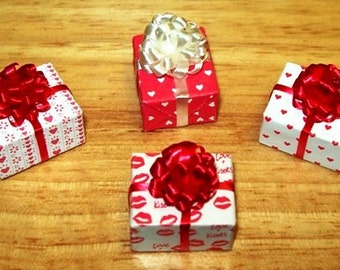 Dollhouse Miniature Wrapped Packages, Valentine's Day Presents, with Puff Bow, Set of 4