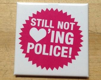 Still not lovin' Police - Kühlschrank Magnet