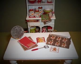 Dollhouse Miniature Christmas Gingerbread Boys Cookie Set
