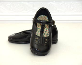 Black T-strap Mary Jane shoes