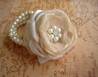 Wedding Corsage, Wrist Corsage Bracelet, Prom Wrist Corsage, Elegant Wedding, Bridesmaids Flower Corsages, Stretch Pearl Bracelet