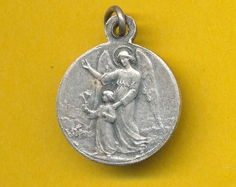 Antique silver alloy Religious Charm Pendant Medal representing The Archangel and the Child + Jesus Child (ref 0701)