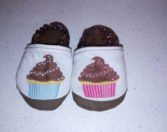 Cupcake slippers/booties with non-slip sole,  fleece lined,  for babies/toddlers/kids
