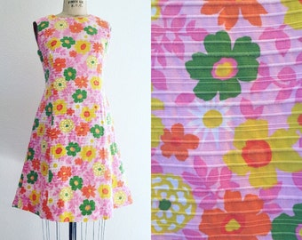 Groovy Vintage 60's flower power mini dress perfect for summer!