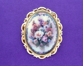 PRETTY PORCELAIN Pastel color Spring Flowers Roses Daisies with Border Goldtone Scalloped Ruffle Cameo Pin Brooch Pendant