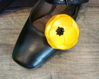 Yellow shoe clips Poppy shoe clips Yellow poppy accessorry Flower shoe clips Yellow Shoe accessory flower Shoe yellow poppy Gift for her