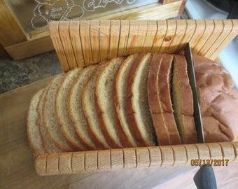 Bread slicing board and guide