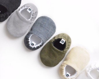 Baby Booty: Neutral Corduroy Baby Shoes // baby booties, baby moccs, baby slippers, soft-sole, baby gift