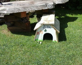 Prickle Pit-stop hedgehog feeding station