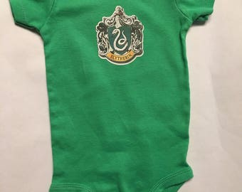 Slytherin Baby Onesie, Slytherin baby clothes, Harry Potter baby clothes, Harry Potter baby, Harry Potter baby shower, Harry Potter onesie