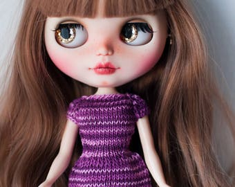 Knitting dress for Blythe.