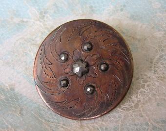 Medium antique etched brass & cut steel button - bouton ancien