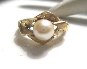 Ladies Vintage Estate Ring 14K Yellow Gold with Cultured Pearl Size 7.5 5g