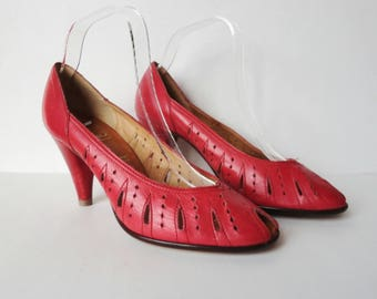 Red Vintage Peep Toe Pumps // Gaby By Gabor // Size 39
